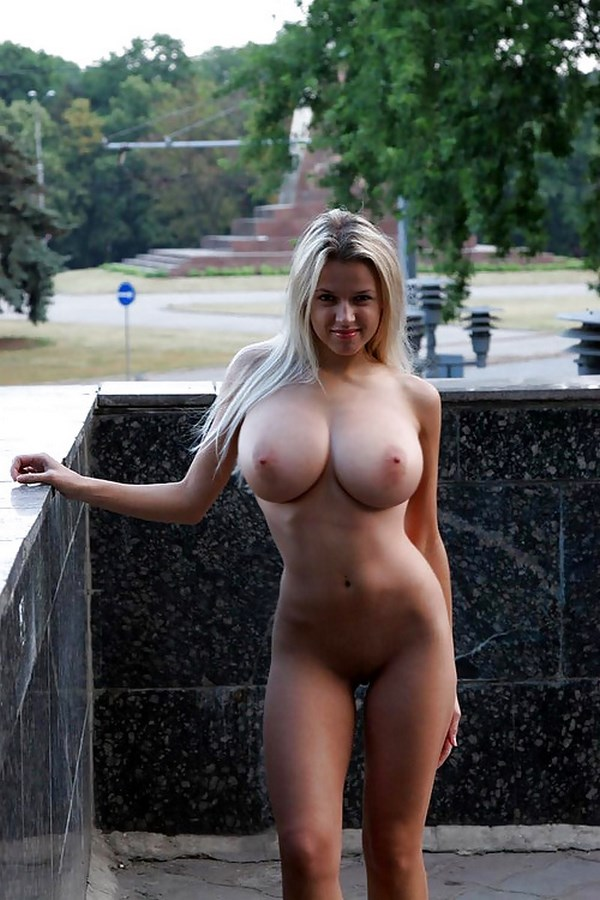 Tchat webcam avec une belle blonde généreuse