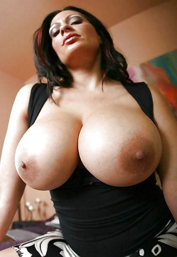 Chat sexe avec une actrice porno aux seins volumineux